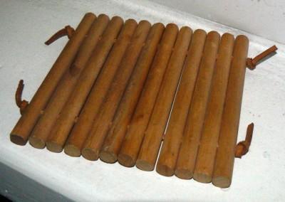 Drewniana podstawka pod kubek